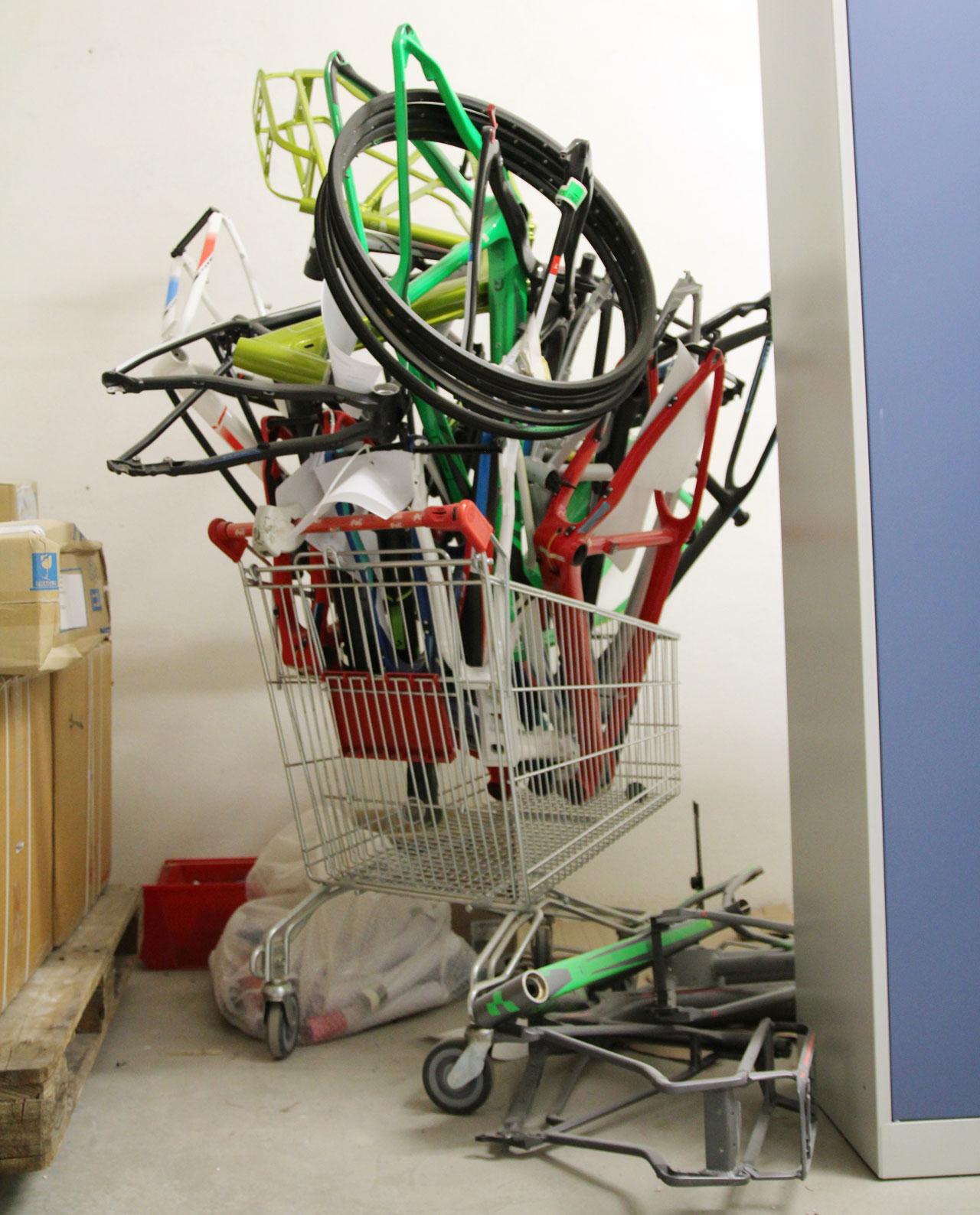 njustudio_cube_bikes_trash